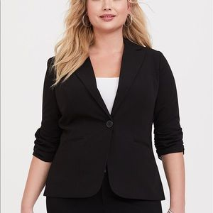 Torrid Size 4 Black Ruched Sleeve Blazer